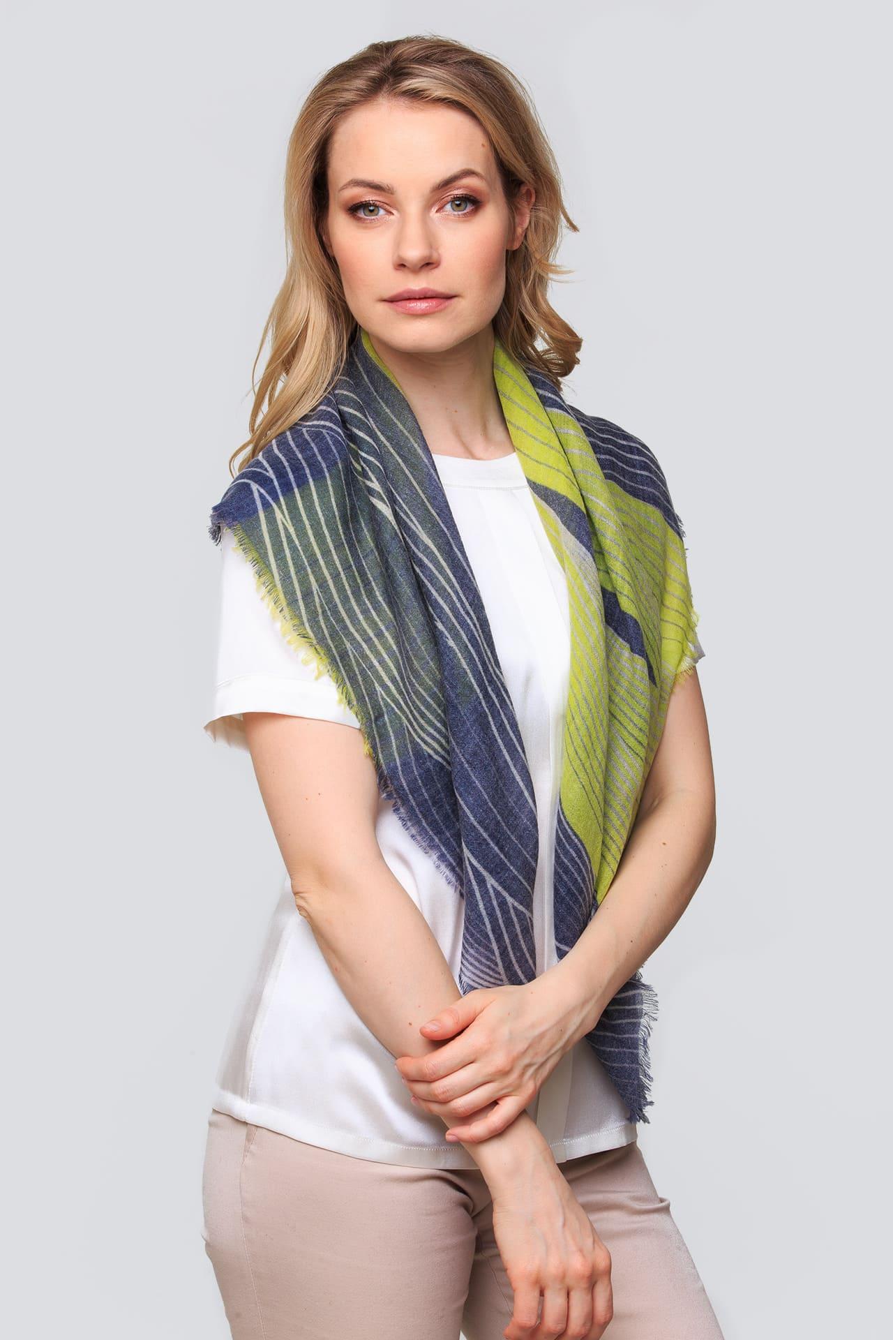 Кашемировый платок с короткой бахромой