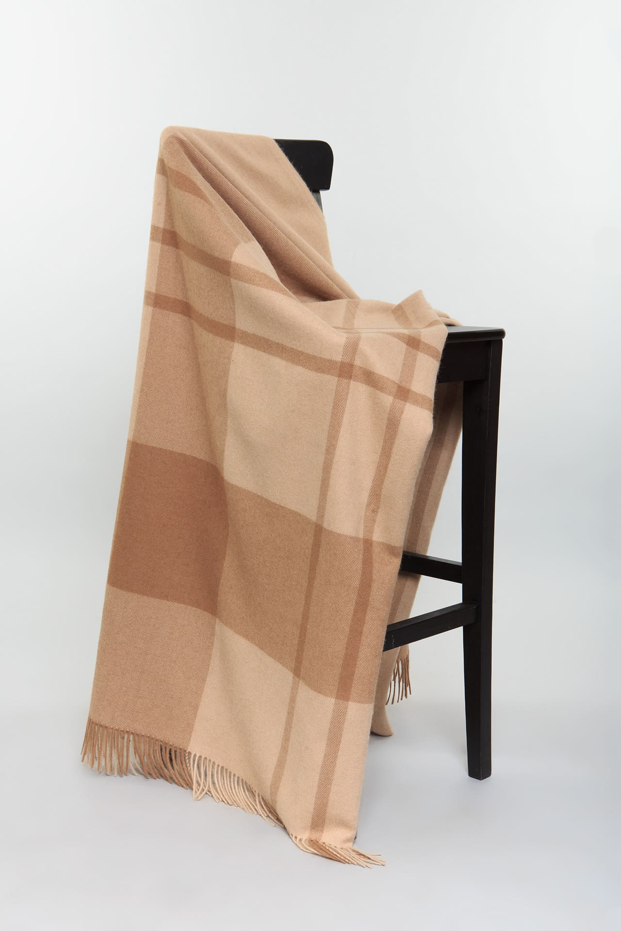 Плед из верблюжьей шерсти с бахромой